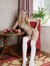 Extra Shaved Teen Babe 06