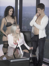 Leanna And Victoria In Threesome 00