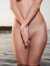 Rena Naked Superbeauty 01