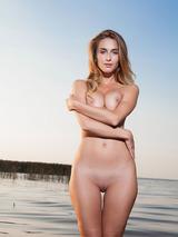 Rena Naked Superbeauty 02