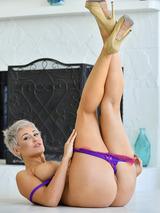 Super Sexy Vixen 02