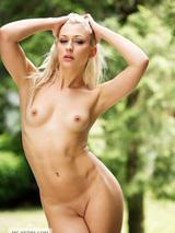 Naked in the garden 09