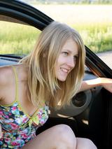 Mila In Das Auto 13