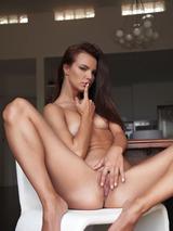 Suzie Carina 04