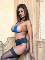 Sophia Lares 01