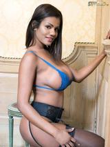 Sophia Lares 03