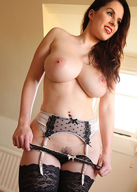 Big Boobs Model Jo Paul Posing In Stockings