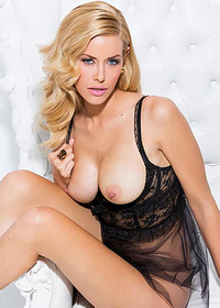 Kennedy Summers Strips Off Her Sexy Black Nightie