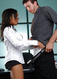 Ryaan Reynolds sucking and fucking her boss