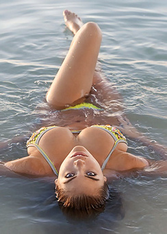 Kate Upton Bikini Outtakes From Sports Illustrated