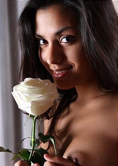 Exotic Naked Beauty Bianca Rose