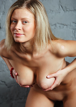 Busty Blond Anne Is Totally Nude