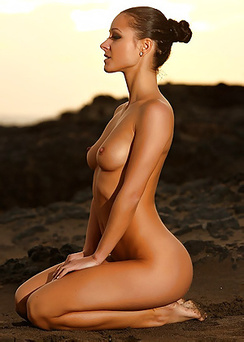 Young Tanned Beauty Melisa A Enjoying Naked Sunset