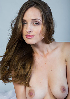 Vittoria Amada Shows Her Body