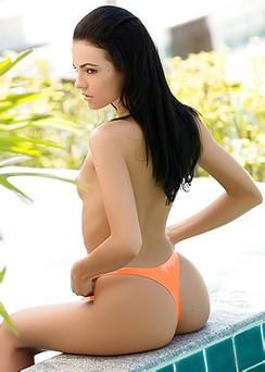 Skinny Model Sapphira