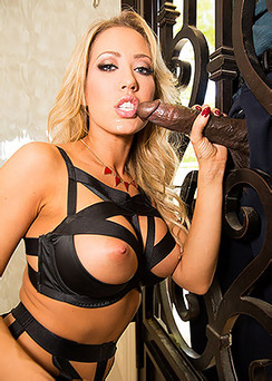 Big Boobed Blonde Pornstar Capri Cavanni