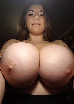 Samanta Lily Boobacious Selfies