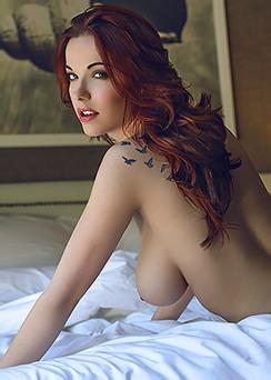 Http://www.hqbabes.com/Elizabeth+Marxs+-+Redhead+Beauty-366195/?t=l6