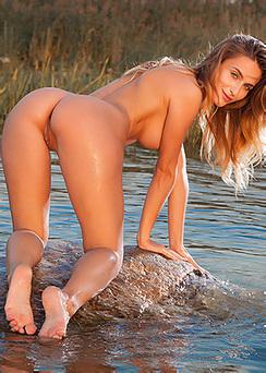 Rena Naked Superbeauty