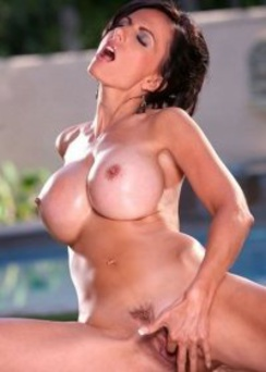 Catalina Cruz gets all oiled up