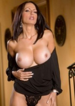 Catalina Cruz strips and enjoys her juicy pussy